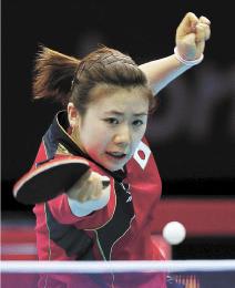 ロンドン五輪の卓球女子団体決勝戦、中国戦の福原選手=2012年8月
