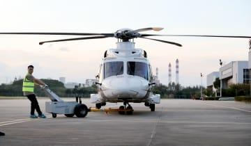 イタリアのヘリ、輸入博会場に到着