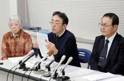 会見した(右から)大森重美さん、松本邦夫さん、藤崎光子さん=22日午後、神戸司法記者クラブ