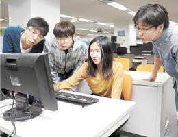サイバー攻撃の対処技術を学ぶ学生たち