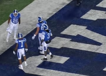 Kentucky Football rises to No. 12 in AP Poll