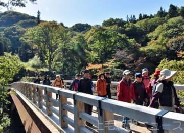 秋深まる吾妻峡を散策 浅間山ジオパーク推進協がツアー