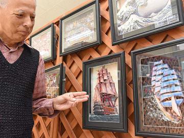 絵画を貼り重ね、立体的に仕上げた「デコグラフ」の作品=岐阜市三歳町、デコグラフ工房「3D大学」
