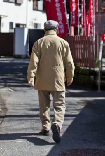 定年で活動量が減るのも便秘増加の原因(写真はイメージ)/(C)日刊ゲンダイ