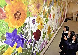 芸術祭へ猪苗代高に『写真アート』 写真家・野口さん母校寄贈