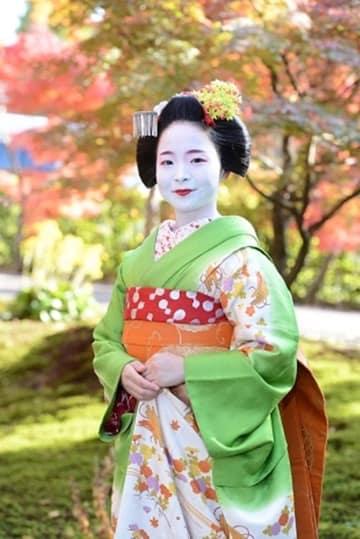 24日には、舞妓(まいこ)が京の舞を披露するイベントも