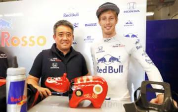 F1車愛称「赤べこ」 ハートレー選手が募集
