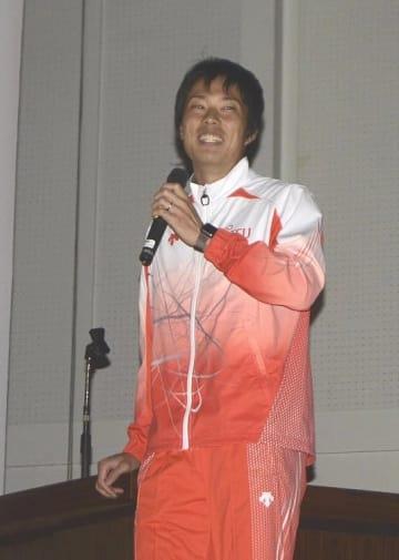 母校で講演し、東京五輪出場への意欲を示した岸本鷹幸選手=22日、大湊高