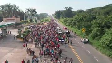 トランプ氏、中南米3カ国避難 移民7,000人 米へ大移動中