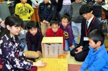 名人戦で使用された盤駒で対局体験(イメージ)