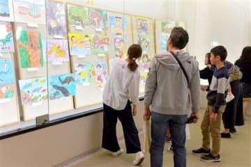771点の絵画と書写が展示されているMOA美術館人吉・球磨児童作品展=人吉市