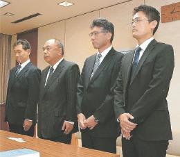 宮城県の聞き取りに臨むKYBの畠山専務(右から3人目)ら