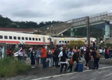 台湾脱線、結婚式帰りの親族17人中8人が犠牲―香港メディア