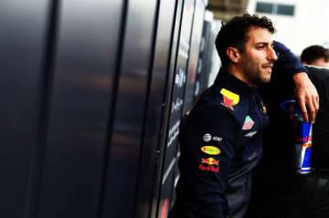 ルノーF1移籍のリカルド、オフシーズンテストでの走行が契約上の理由で許可されず