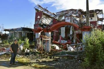 戦闘で破壊された住宅=4月、フィリピン・マラウイ(共同)