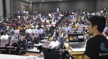 インド工科大生を対象に開かれた日本企業の合同説明会=23日、インド・ハイデラバード(共同)