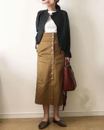 ボタンがおしゃれなスカートでコーデを楽しもう! 人気の大人スカートでシンプルな着こなし9選♥