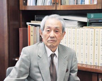 文化庁に表彰された田邉三郎助館長(10日・市立博物館)