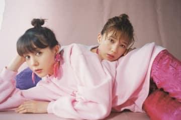 女性ファッション誌「ViVi」12月号で共演したトリンドル玲奈さん(手前)と本田翼さん