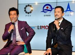意気込みを語る池内博之さん(右)と岸谷五朗さん=東京都千代田区