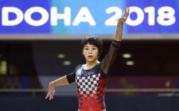 体操の世界選手権会場で調整する村上茉愛=ドーハ(共同)