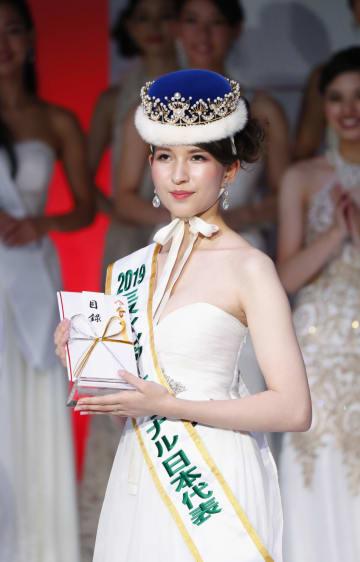 2019年の「ミス・インターナショナル世界大会」に出場する、日本代表に選ばれた岡田朋峰さん=23日午後、東京都港区