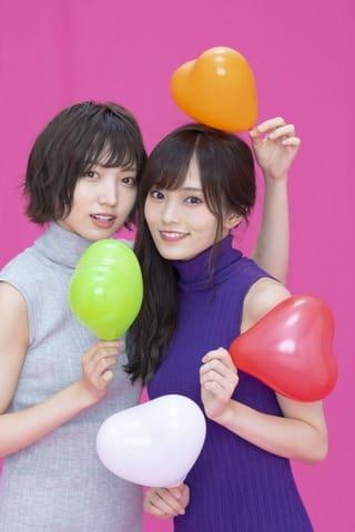 「週刊少年サンデー」48号の表紙に登場した「NMB48」の太田夢莉さん(左)と山本彩さん=小学館提供
