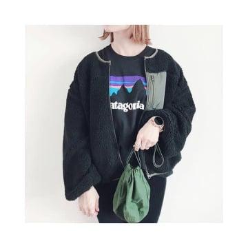 ちょこんと小さな巾着バッグで可愛くお出かけ。お手軽感がおしゃれな巾着バッグコーデ10選♥