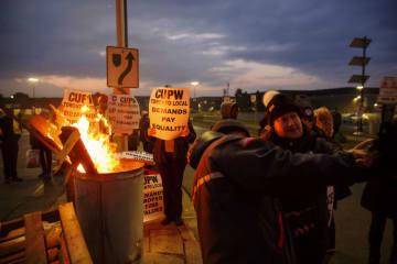 カナダ郵便公社でストライキ