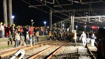 調査グループ「カーブ時の速度超過が原因」 台湾列車脱線事故