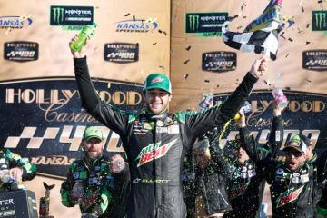 """NASCAR第32戦:シボレーのエリオットが3勝目。トヨタ勢は2名が""""プレーオフ""""第3ラウンド進出"""