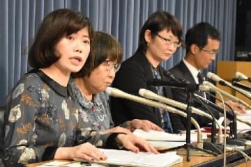 会見する弁護団(10月24日、文部科学省)