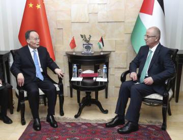 王岐山氏、パレスチナのハムダラ首相と会見