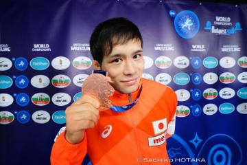 無念の銅メダルだが、表彰式後はにっこり笑顔の高橋侑希