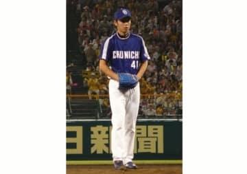 現役時代の中日ドラゴンズ・浅尾拓也投手(「Wikipedia」より)