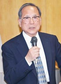 「地域医療」の現状などについて解説する長瀬会長