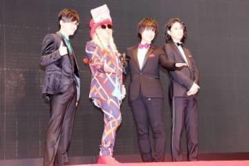 「第31回東京国際映画祭」のレッドカーペットに登場した(左から)畠中祐さん、DJ KOOさん、寺島惇太さん、武内駿輔さん