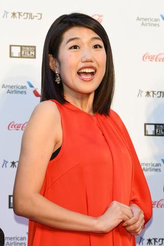 「第31回東京国際映画祭」のレッドカーペットに登場した横澤夏子さん