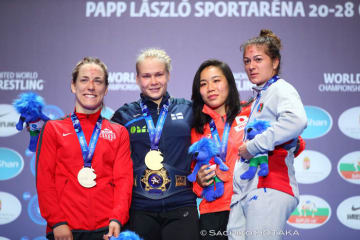 初出場で銅メダル獲得の源平彩南(右から2人目)
