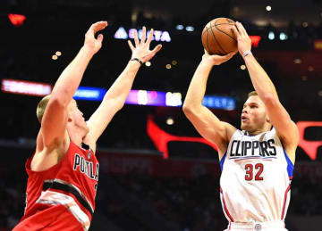 Clippers Beat Blazers 111-80 to Improve to NBA-Best 7-1