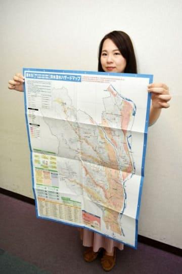 厚木市が新たに作成した洪水浸水ハザードマップ=同市役所