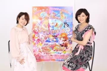 「HUGっと!プリキュア」の野乃はな(キュアエール)役の引坂理絵さん(左)と「ふたりはプリキュア」の美墨なぎさ(キュアブラック)役の本名陽子さん