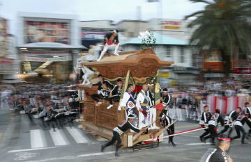 大阪府岸和田市の「だんじり祭り」=9月15日