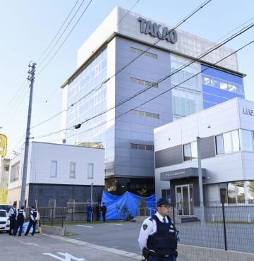 社長の内ケ島正規さんが車庫で死亡しているのが見つかった、パチンコ機器製造会社「高尾」=25日午後3時11分、名古屋市中川区