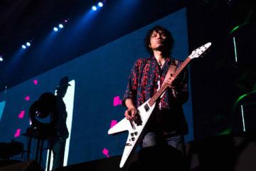 全国ツアー「KAZUYOSHI SAITO 25th Anniversary Live 1993-2018 25<26 ~これからもヨロチクビーチク~」を行った斉藤和義さん