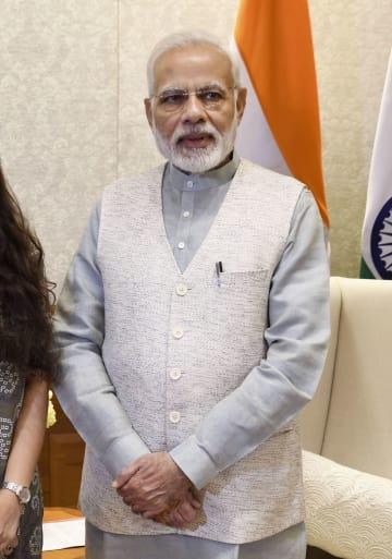 インタビューに応じるインドのモディ首相=26日、ニューデリー(共同)