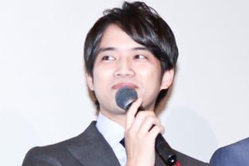 主演映画『栞』の初日舞台あいさつに登壇した三浦貴大