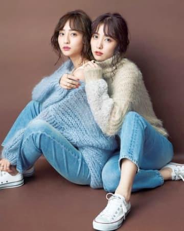 女性ファッション誌「CanCam」12月号に登場した堀田茜さん(左)と石川恋さんのビジュアル