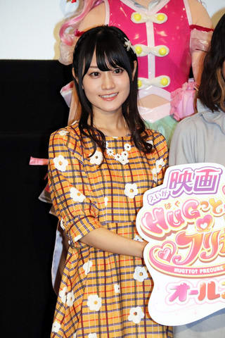 劇場版アニメ「映画HUGっと!プリキュア ふたりはプリキュア オールスターズメモリーズ」の初日舞台あいさつに登場した小倉唯さん