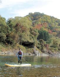 水上から紅葉を観賞できるSUP